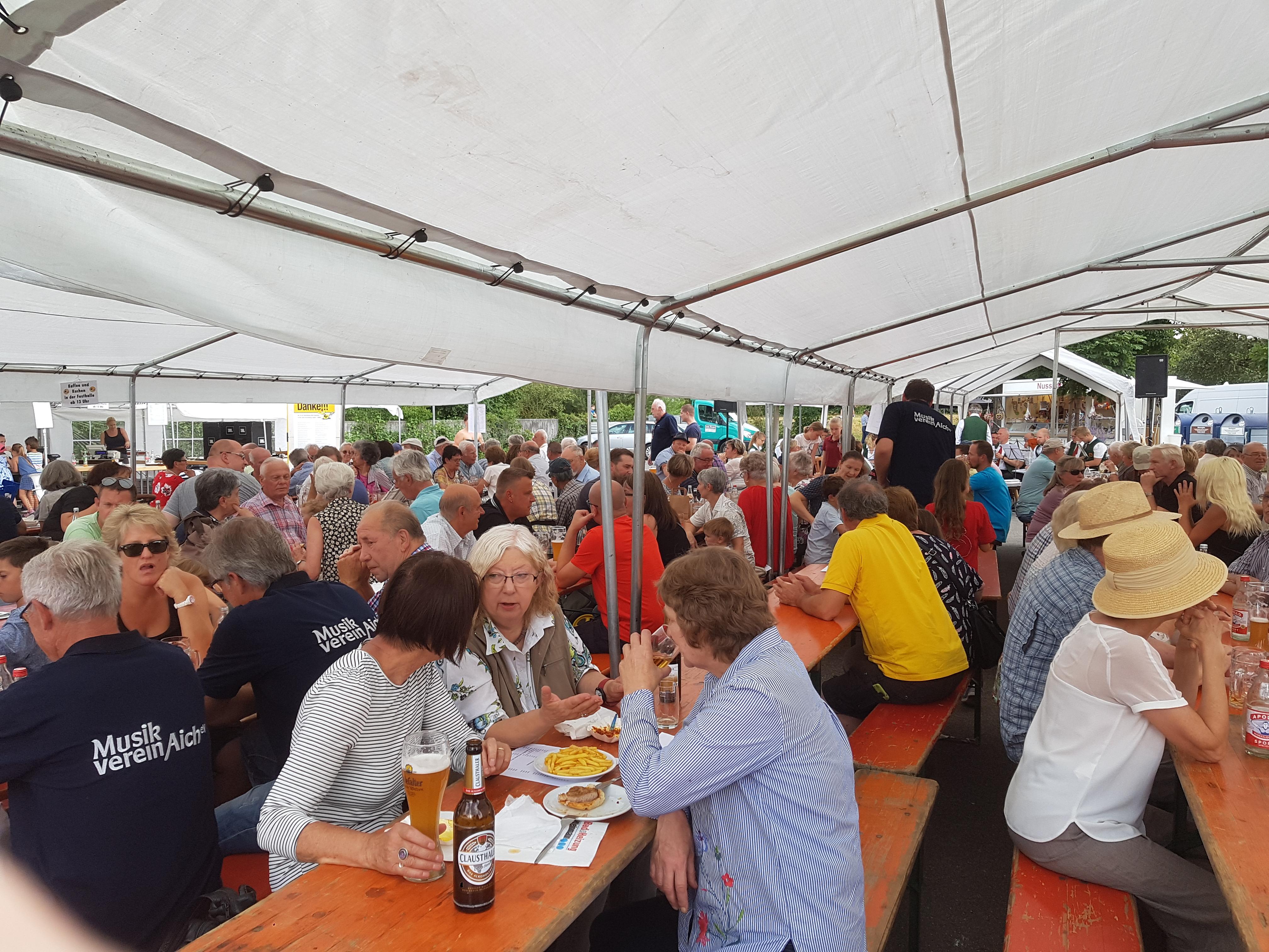 Buntes Treiben auf dem Sommerfest des Musikverein Aich - Musikverein ...